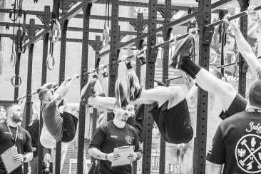 crossfit-toes-to-bar-competition